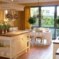 белая кухня в классическом стиле с островом