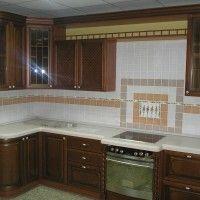темная угловая кухня классика с радиусным фасадом