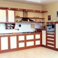 комбинированный кухонный гарнитур с белыми фасадами