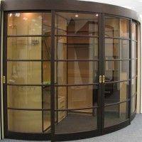 выпуклый радиусный шкаф-купе со стеклянными дверями