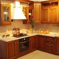 классический кухонный гарнитур для маленькой кухни
