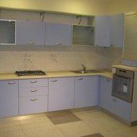 угловой кухонный гарнитур голубого цвета