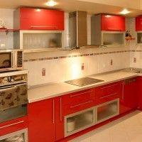 красная кухня глянцевые фасады встроенная стиральная машина