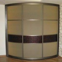 выпуклый трехдверный комбинированный радиусный шкаф-купе
