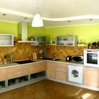 комбинированная кухня с рамочными фасадами и стиральной машиной фото