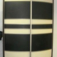 черно-белый выпуклый радиусный шкаф-купе
