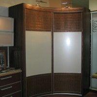 вогнутый радиусный шкаф-купе имитация кожи