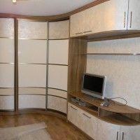 вогнутый радиусный шкаф-купе в гостиную