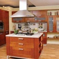 классические кухонные гарнитуры с островом