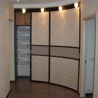 вогнутый радиусный шкаф-купе в коридор