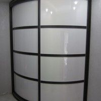 белый выпуклый радиусный шкаф-купе