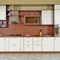 прямая белая кухня с пленочными фасадами и стеновой панелью