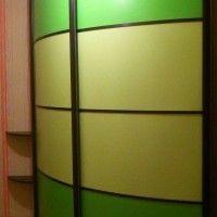 выпуклый радиусный шкаф-купе цветное стекло