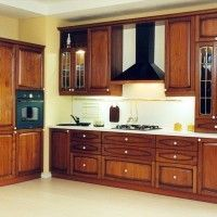 классический кухонный гарнитур с отдельным духовым шкафом