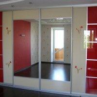 встроенный шкаф купе 4 комбинированные двери из стекла и зеркала