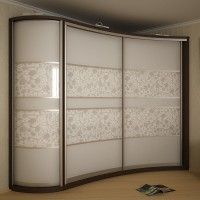 вогнутый радиусный шкаф-купе с фотопечатью и белым стеклом
