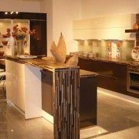 кухня остров с барной стойкой и подсветкой