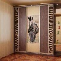корпусной шкаф купе с фотопечатью зебра и подсветкой
