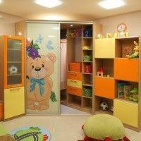 угловой шкаф купе в детскую рисунок мишка