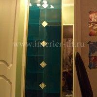 фото шкафов купе в коридор с цветным стеклом