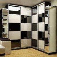 угловой шкаф-купе с фотопечатью шахматный черно-белый рисунок