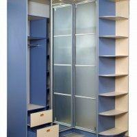 угловой шкаф-купе из синего лдсп с матовыми дверями и ящиками