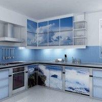 угловой кухонный гарнитур с фотопечатью на фасадах море