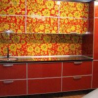 кухонный гарнитур с фотопечатью на фасадах хохлома