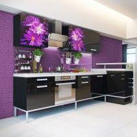 черный кухонный гарнитур с сиреневой фотопечатью