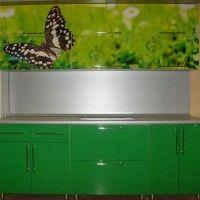 зеленый кухонный гарнитур в хрущевку фотопечать бабочка