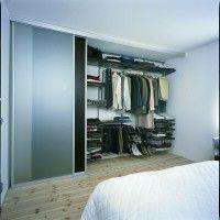 узкая гардеробная в спальне