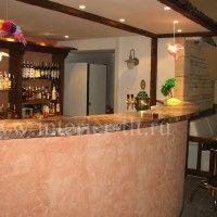 барная стойка с каменной солешницей