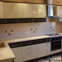 фасады кухни со вставками из шпона
