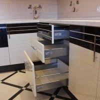 бежевый угловой кухонный гарнитур