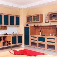 комбинированный кухонный гарнитур с синими фасадами