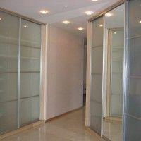 встроенные шкафы купе с вставками из матового стекла