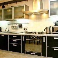 черная кухня венге фасады лдсп матовое стекло