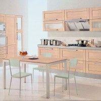 светлый кухонный гарнитур с рамочными фасадами ясень