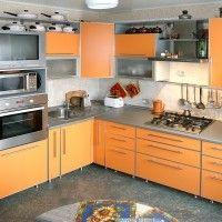 оранжевая кухня глянцевые фасады в алюминиевой рамке