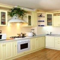 кремовая классическая кухня с радиусными фасадами