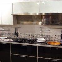 черно белый кухонный гарнитур для маленькой кухни