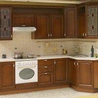 угловой кухонный гарнитур с витражами