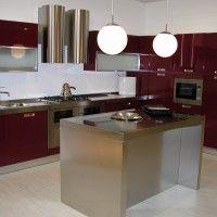 бордовый кухонный гарнитур с островом
