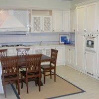 классическая белая кухня с отдельным духовым шкафом