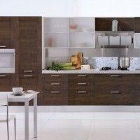 прямая коричневая кухня с матовыми фасадами