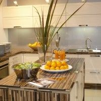 кухня с островом в качестве обеденного стола