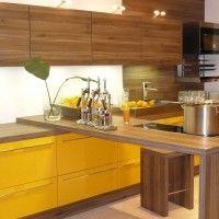желтый кухонный гарнитур в стиле минимализм