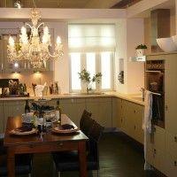 кухонный гарнитур зеленого цвета с отдельным духовым шкафом