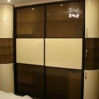 встроенный шкаф купе с комбинированными дверями и радиусными боковыми секциями