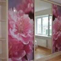 прямой трехдверный шкаф-купе с фотопечатью розовые цветы